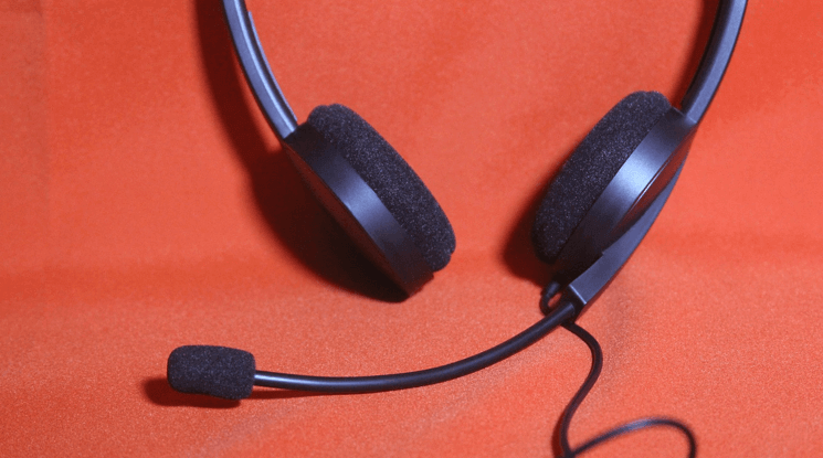 Image of a communication headset as seen in call-centers.