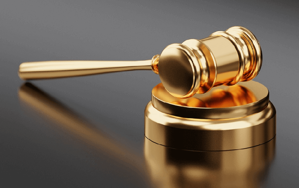 Picture of a gavel, used to represent the verdict between Magento and OpenCart
